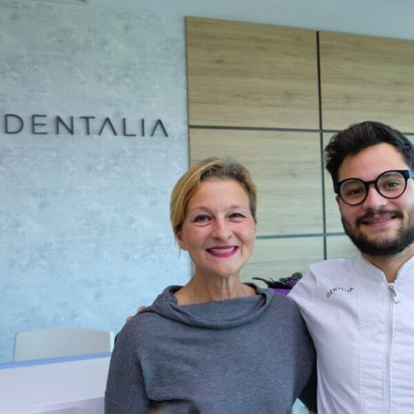 Paziente dentale tranquilla con Identalia
